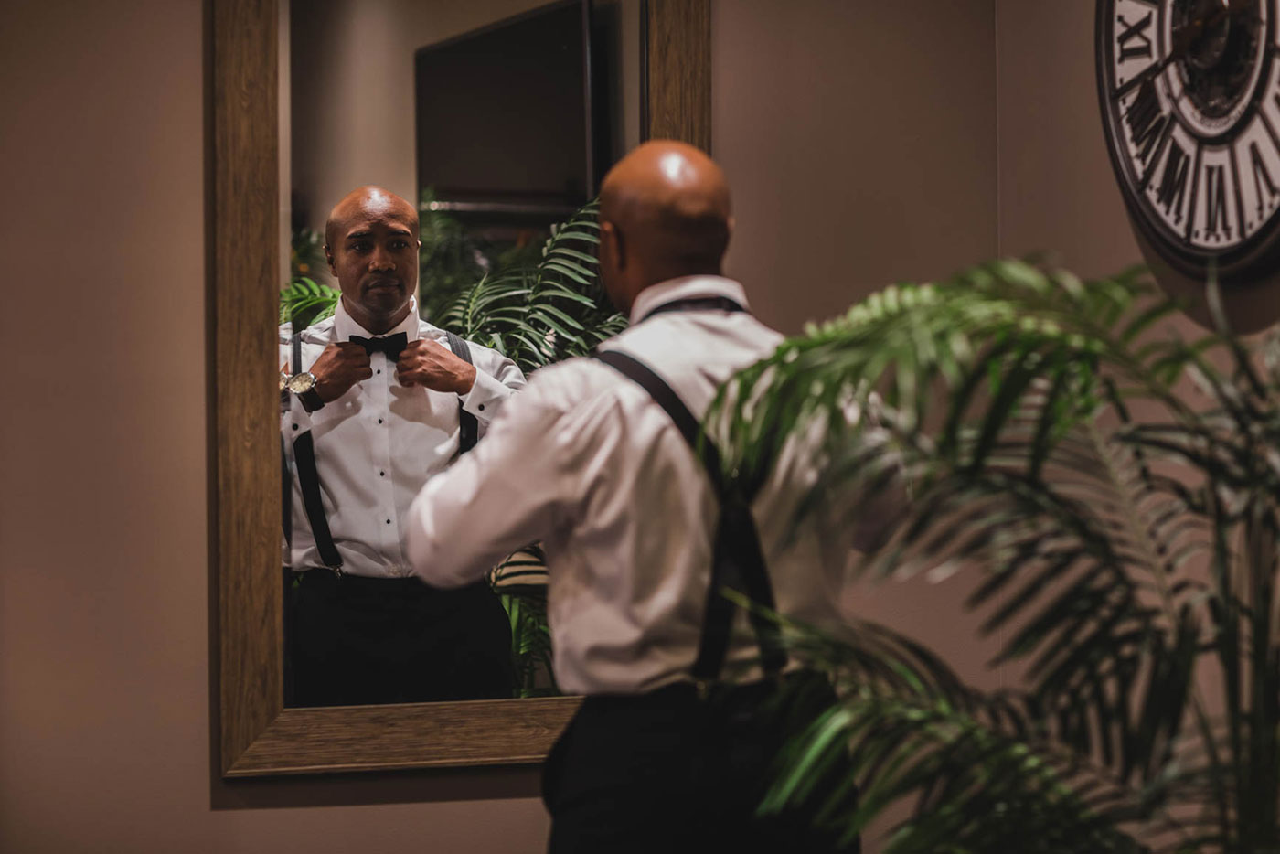 groom getting ready at the palace at Somerset park by weddings by H