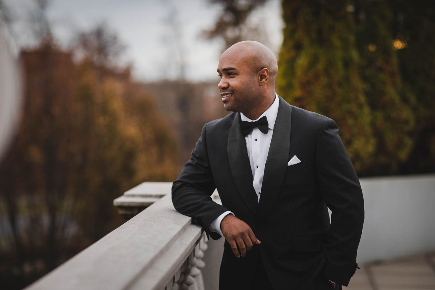portrait of groom at the palace at Somerset park by weddings by H