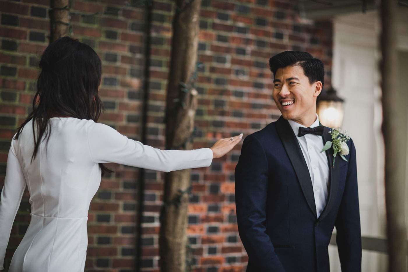 first look reaction at Morris House Hotel by Weddings by Hanel
