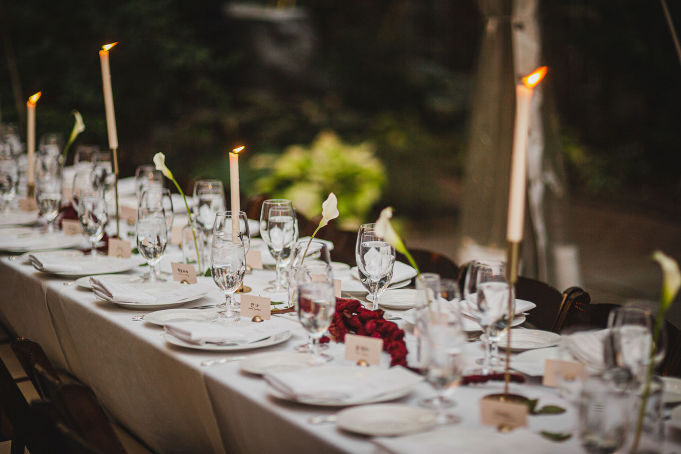 table setting at the Morris House Hotel by Weddings by Hanel