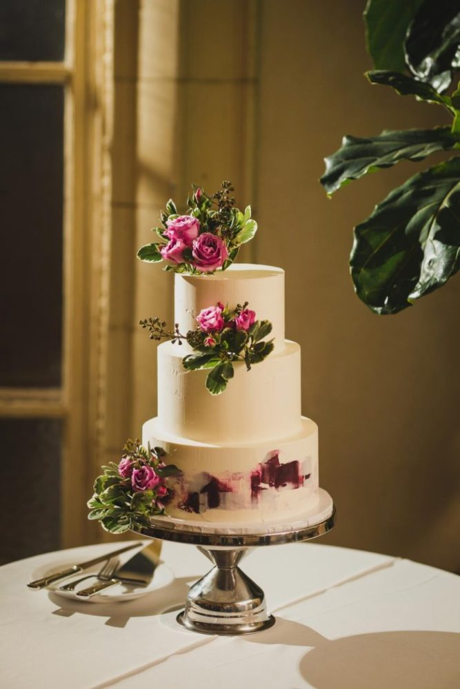 wedding cake detail shot from village club of sands point by weddings by hanel